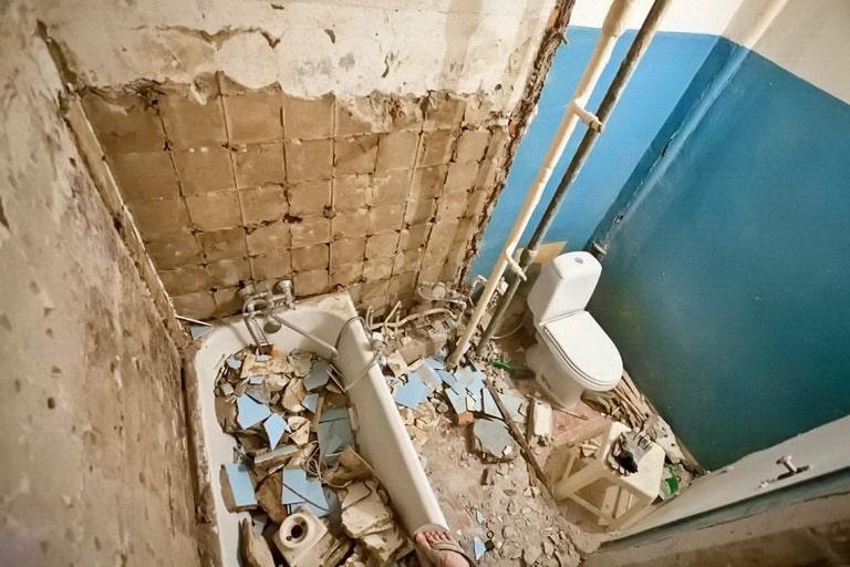 Демонтаж перегородки в ванной