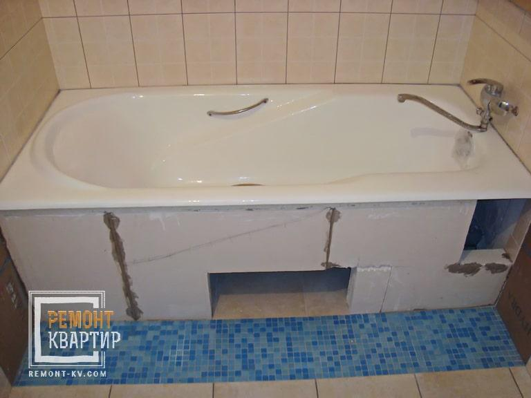 Экран из газоблока под ванной